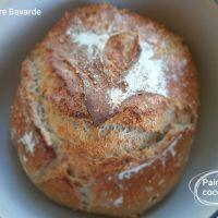 Pain en cocotte à la farine 5 céréales et 3 graines bio.