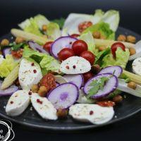 Salade de bistrot , bleu meat, mozzarella, noisettes