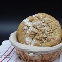 Boule de pain d'épeautre aux graines de lin.