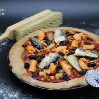 Pizza à la farine d'épeautre sardines, truite fumée.