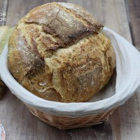 Miche de pain blanc aux mix de graines .
